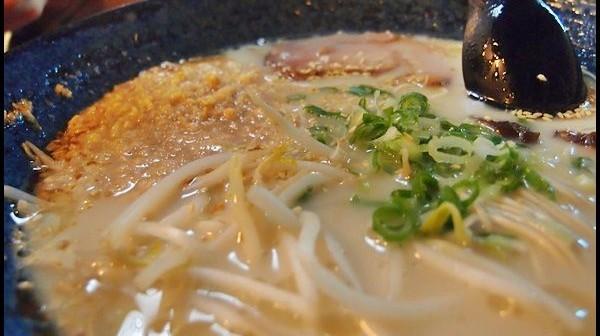 [食記]台中-大海豚骨拉麵。激起味蕾的浪花| MokaFun